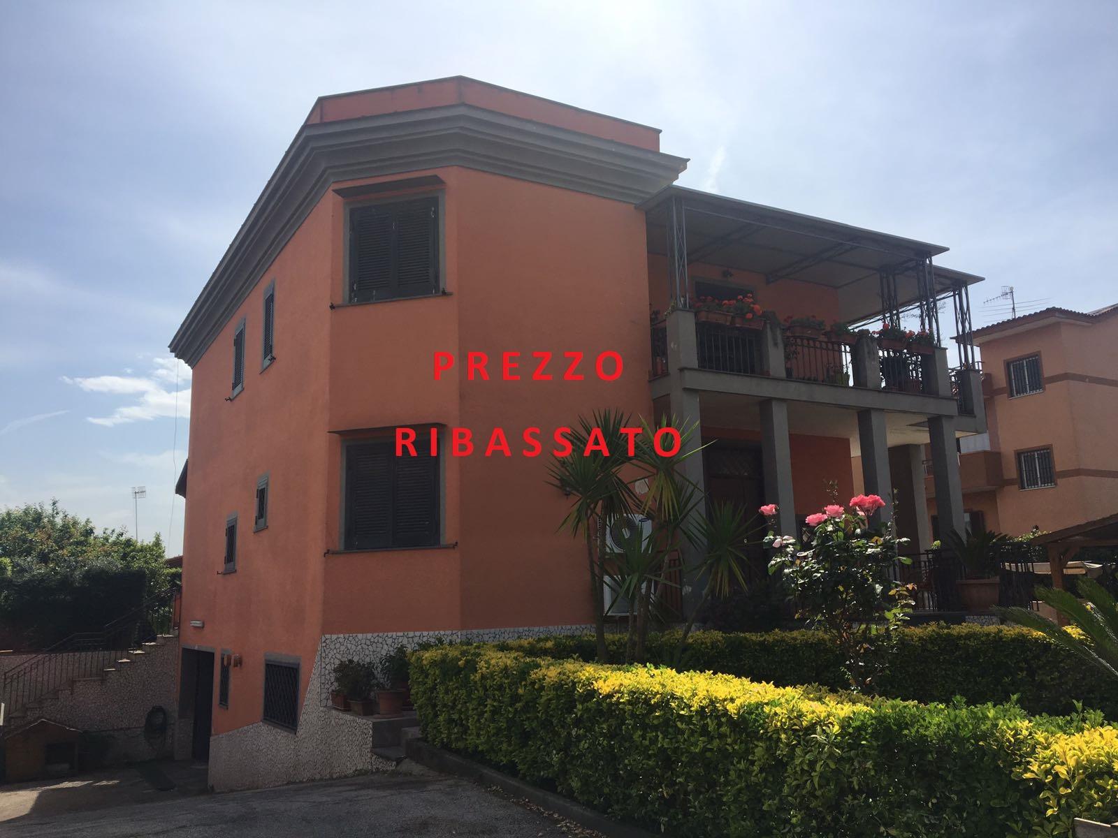 Stabile di 3 Appartamenti Licola- Masseria Vecchia Rif 30829