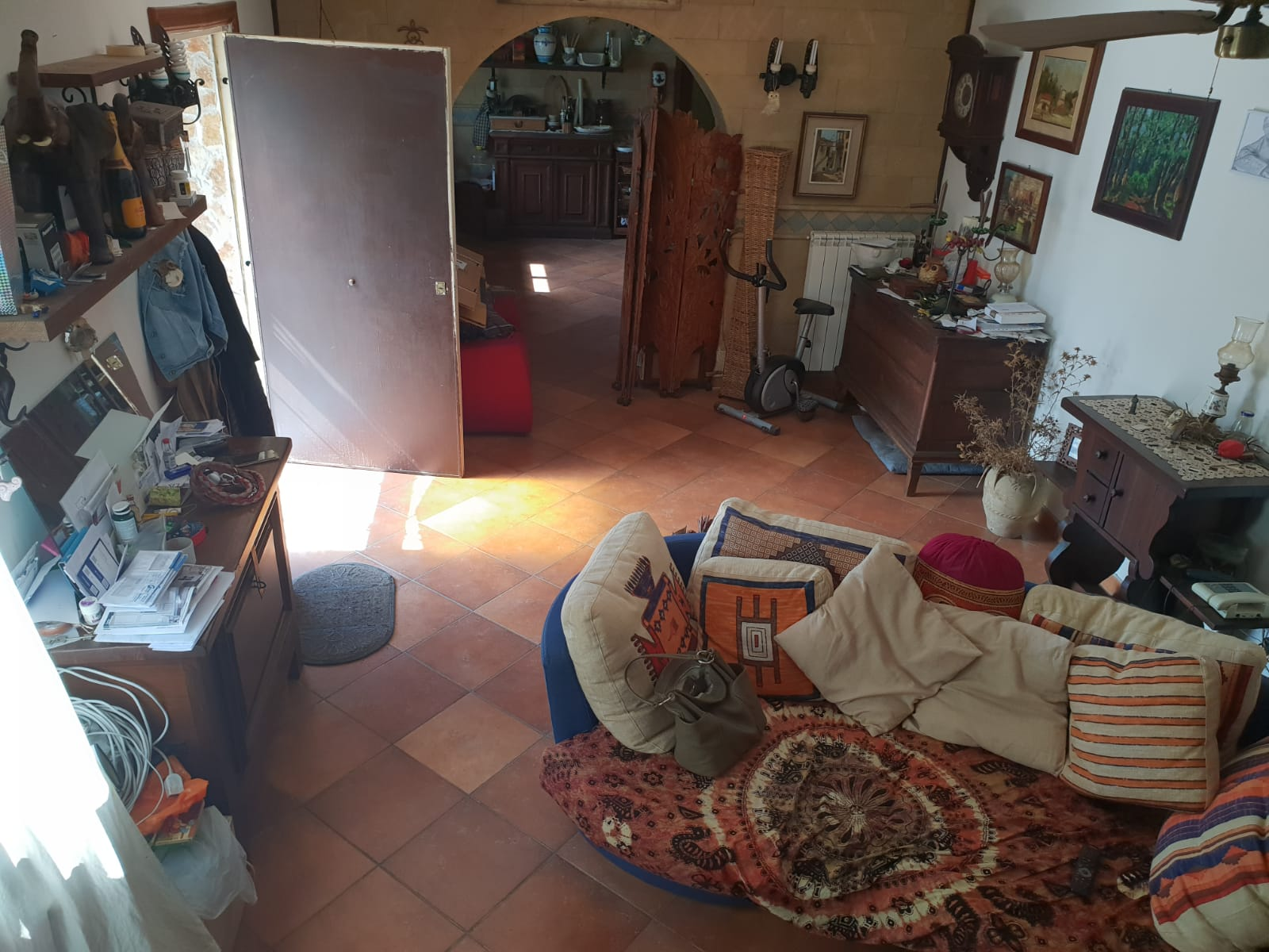 VILLA DIVISA IN 2 APPARTAMENTI Varcaturo-Viale Pini Nord