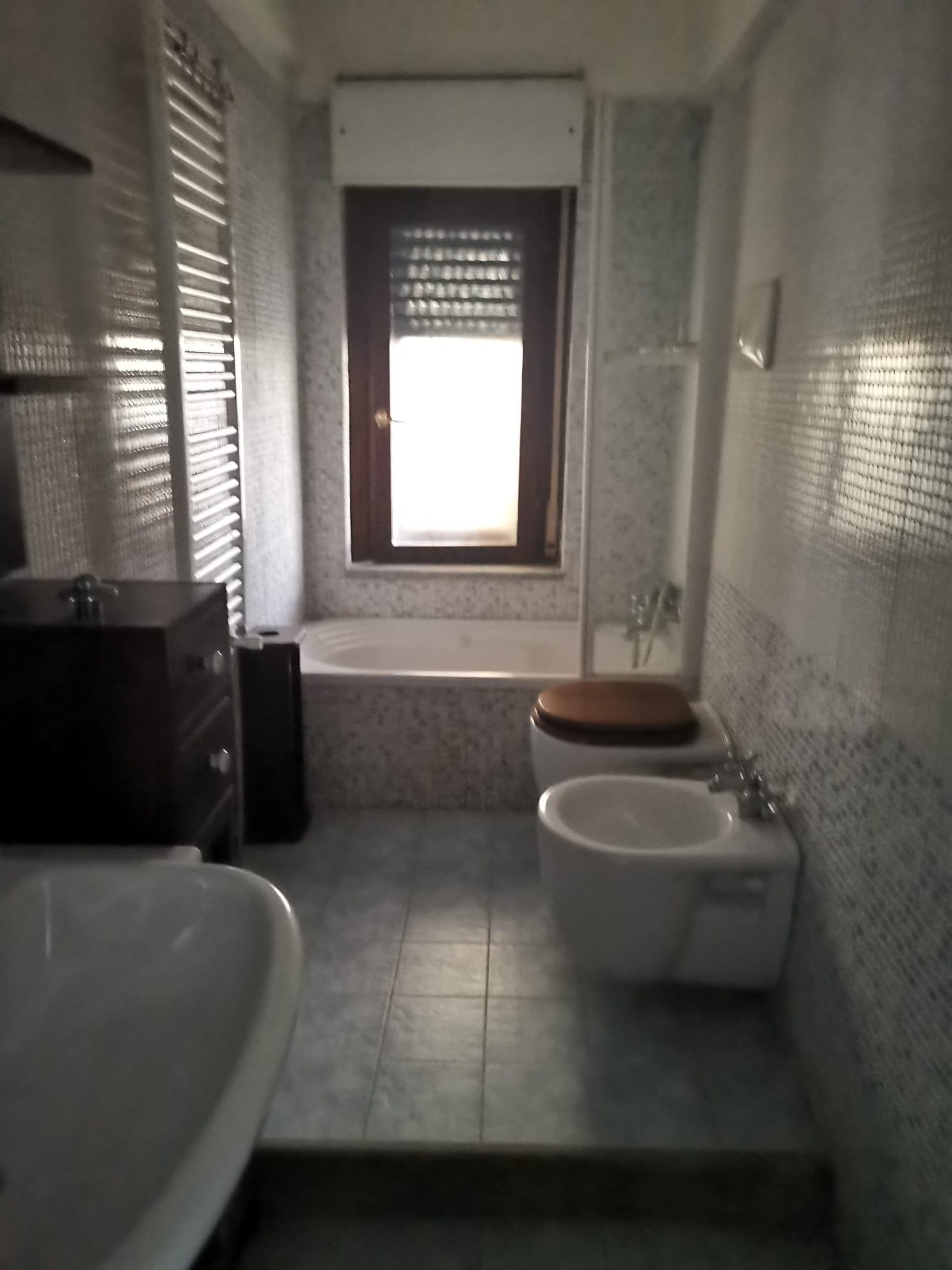 VILLINO A SCHIERA IN PARCO Varcaturo-Viale Pini Nord Rif 36852