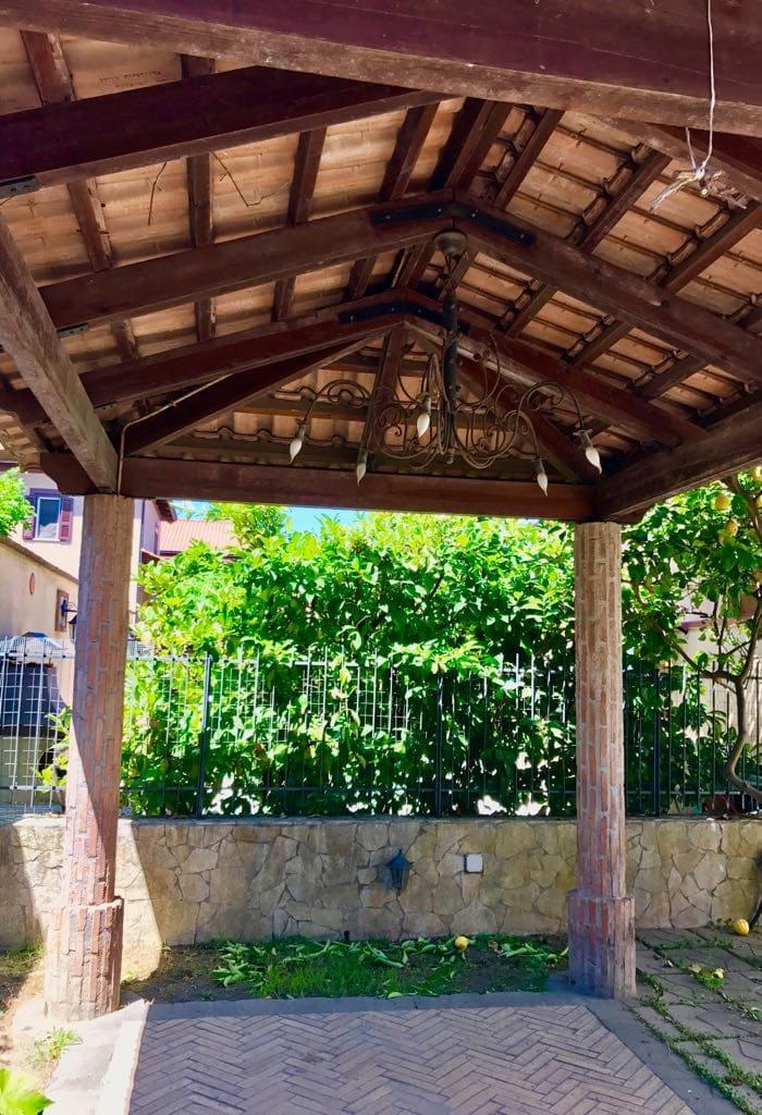 VILLA 3 LIVELLI Varcaturo Centro Rif 36948