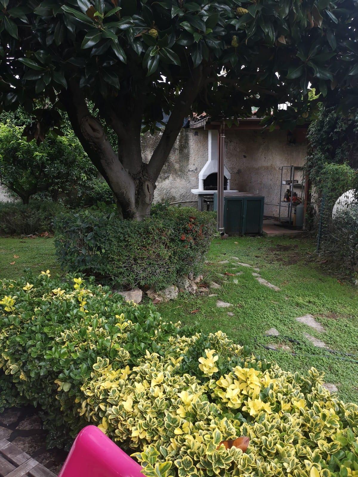 VILLA CAPOFILA 2 LIVELLI+GARAGE Varcaturo Centro Rif 36980