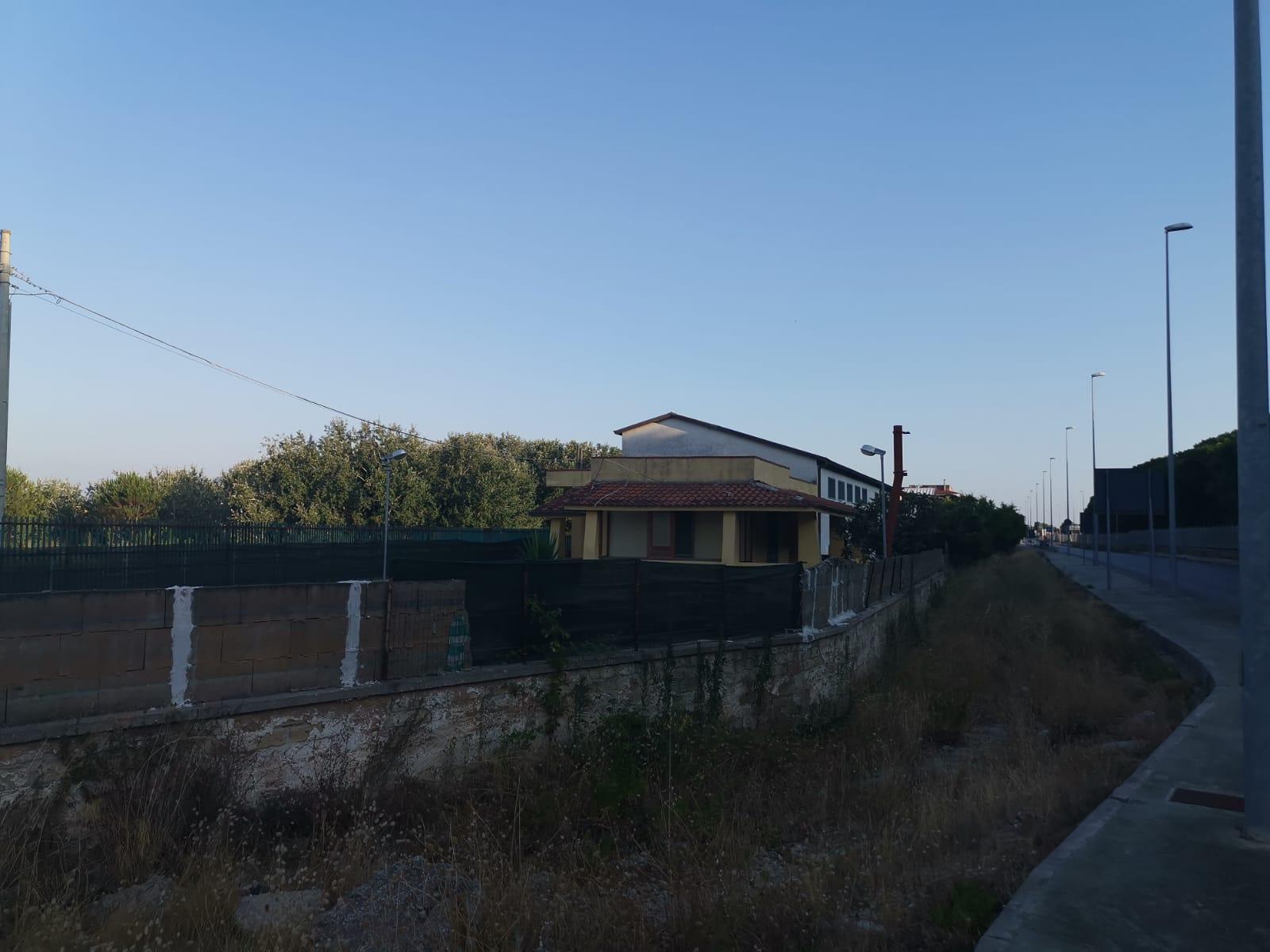 FABBRICATO OPIFICIO D1+2 APPARTAMENTI E 1 VILLA Castel Volturno