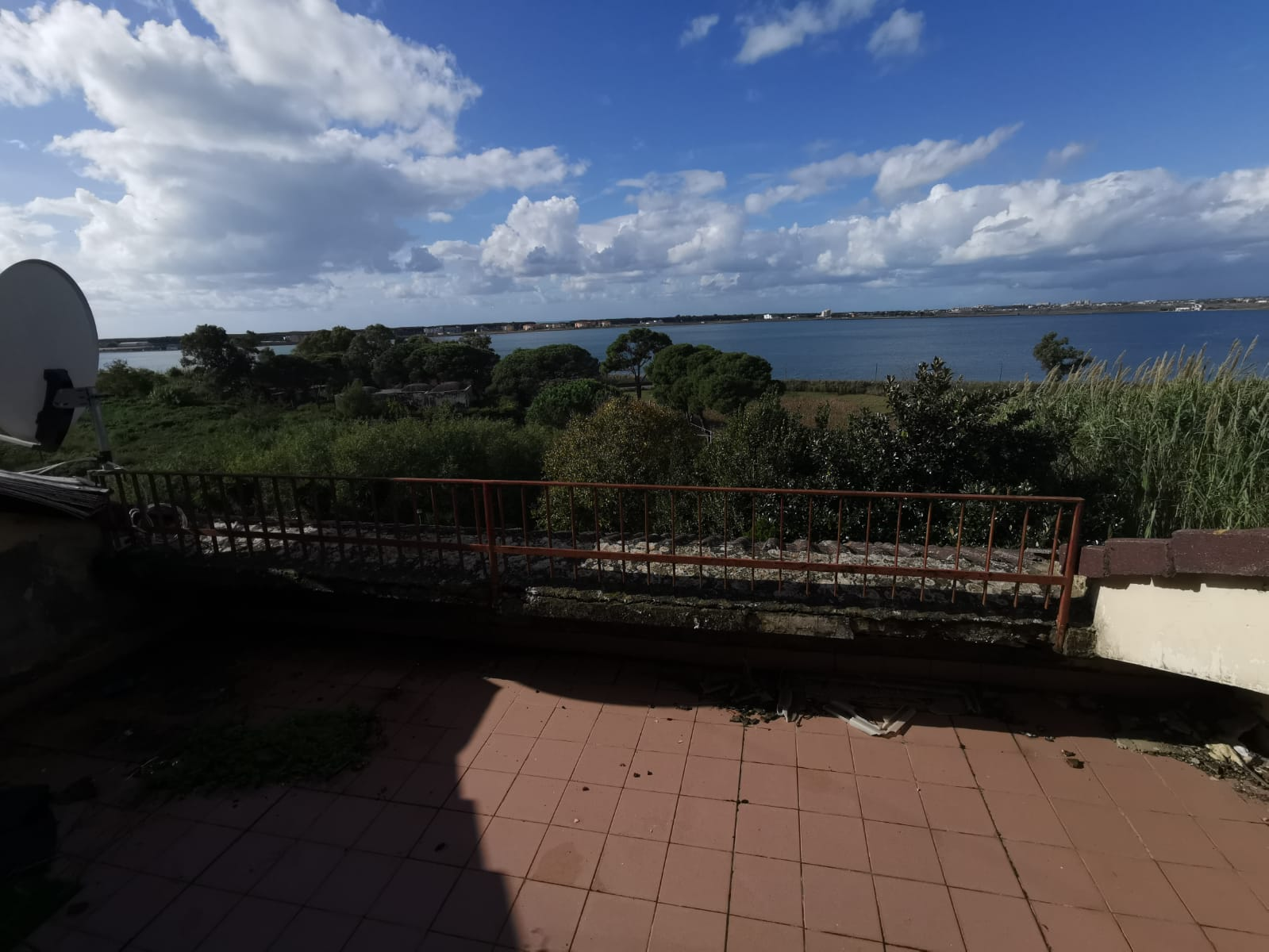 VILLA DA RISTRUTTURARE IN PARCO Lago Patria
