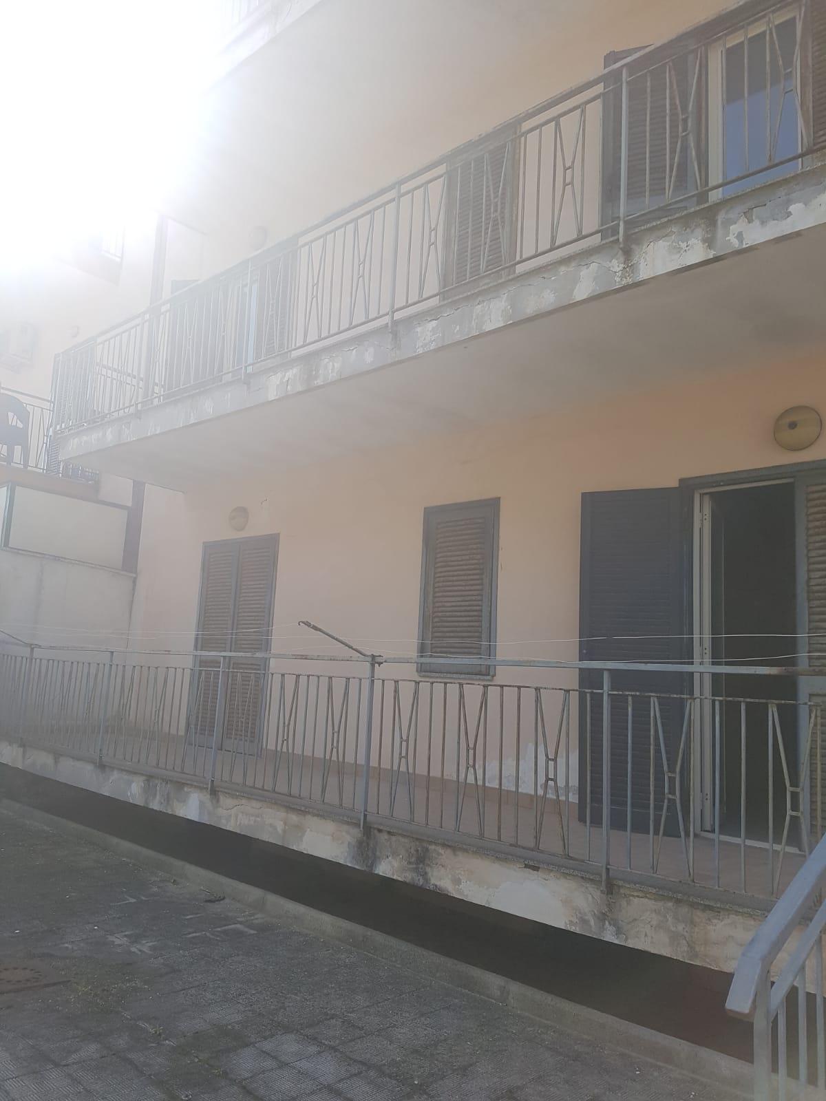APPARTAMENTI IN STABILE Varcaturo-Viale Pini Nord