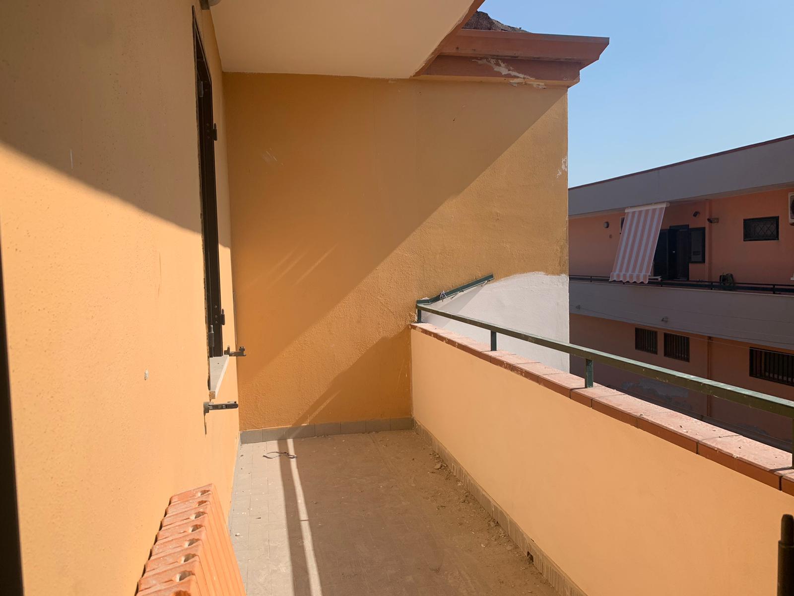 VILLA 2 LIVELLI+GARAGE Varcaturo Centro