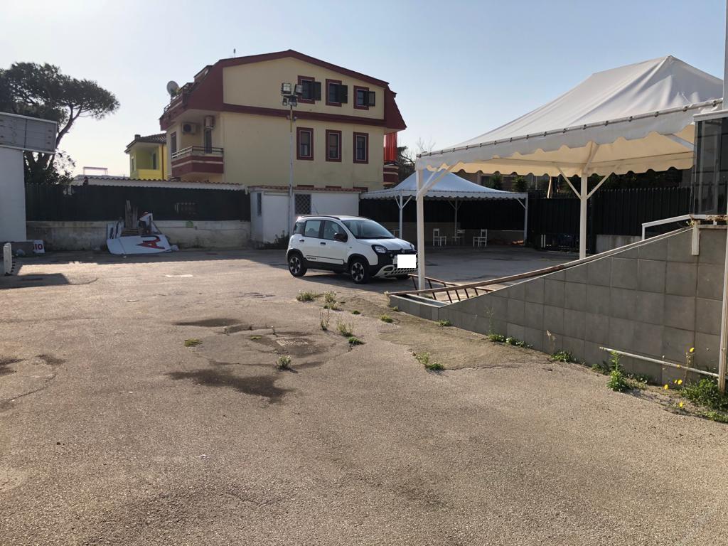 LOCALE COMMERCIALE FRONTE STRADA Ischitella Rif 37092