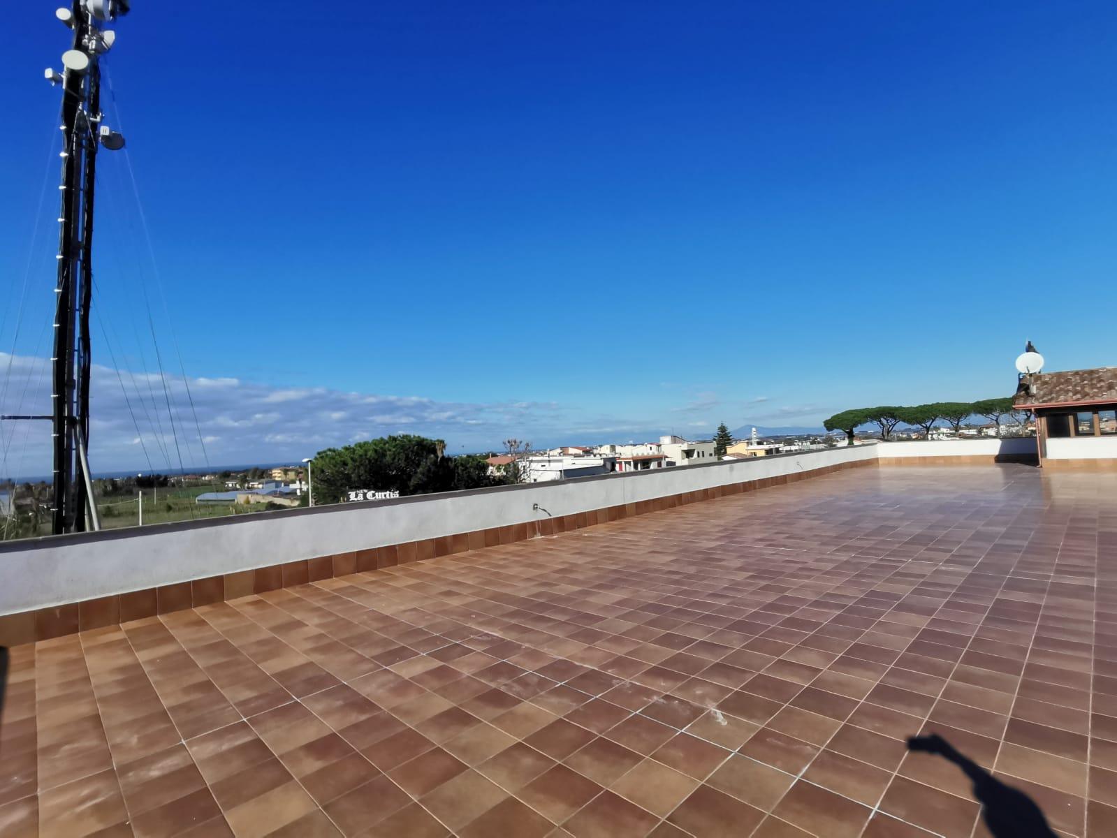 LOCALE SALA PER FESTE Licola Rif 37174