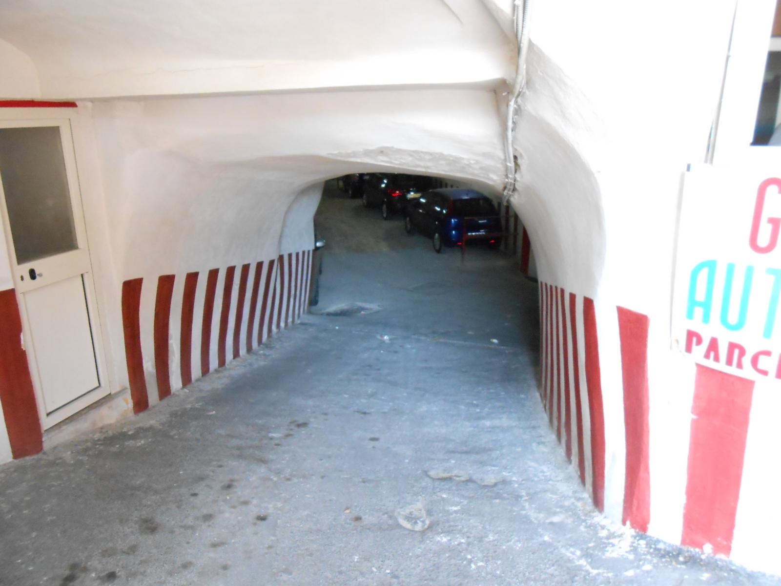 ATTIVITA COMMERCIALE Napoli-Via S.Gennaro R 23387