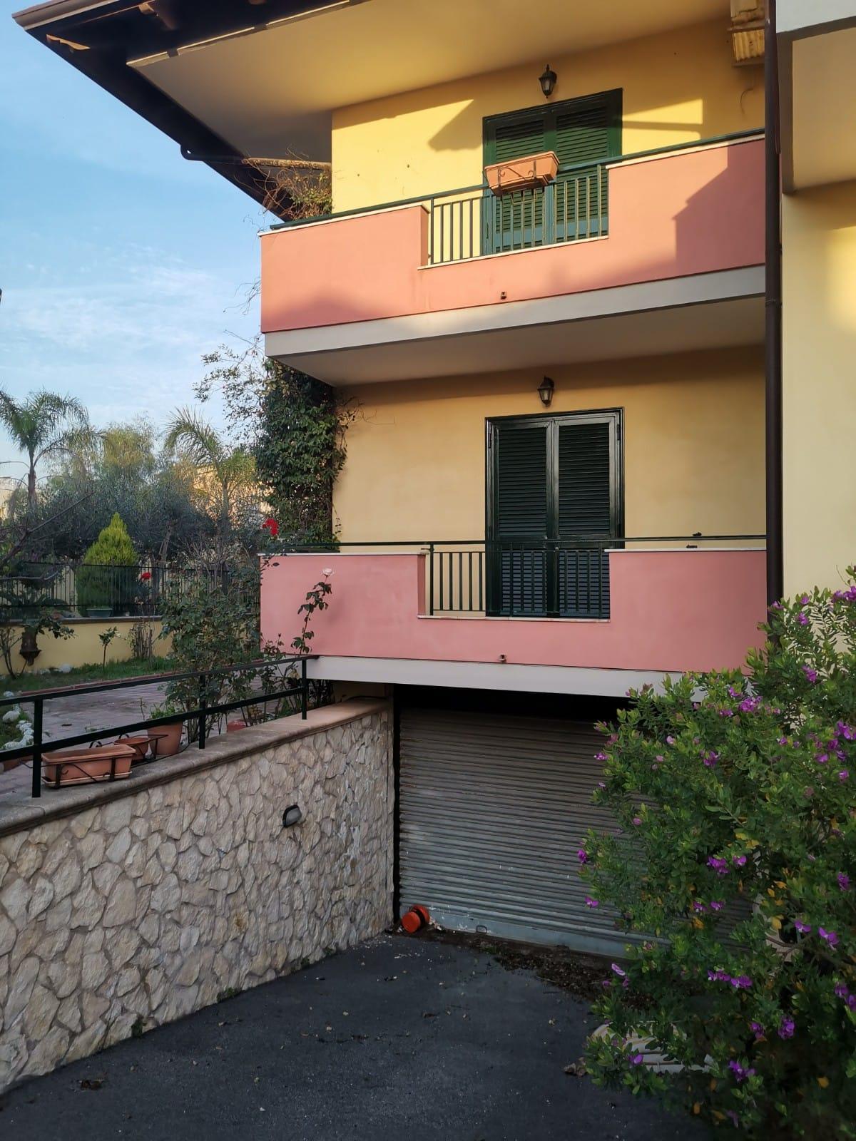 VILLA 3 LIVELLI+GARAGE Lago Patria Rif 37289