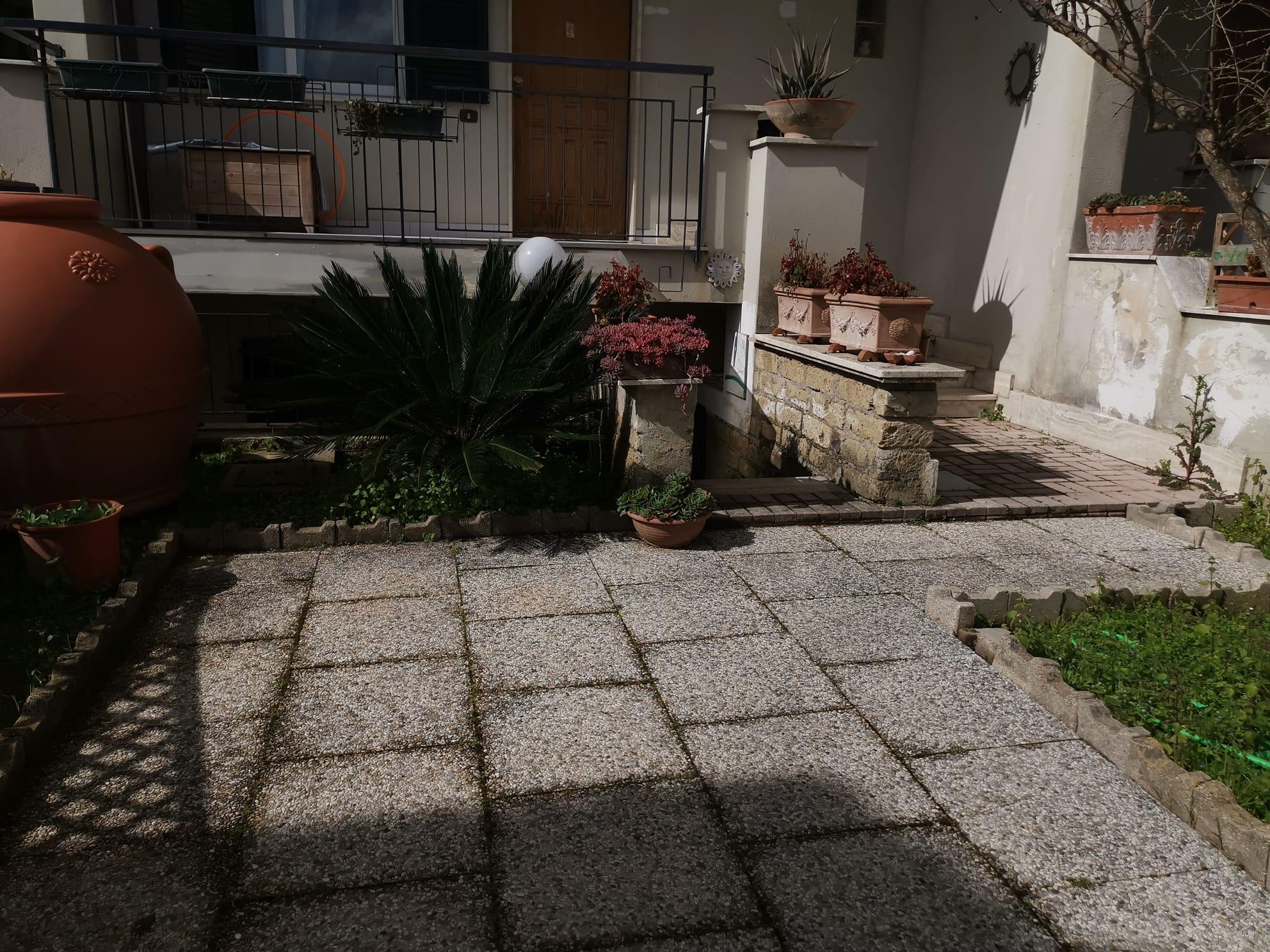 VILLA A SCHIERA IN PARCO Varcaturo-Tangenziale Rif 36141