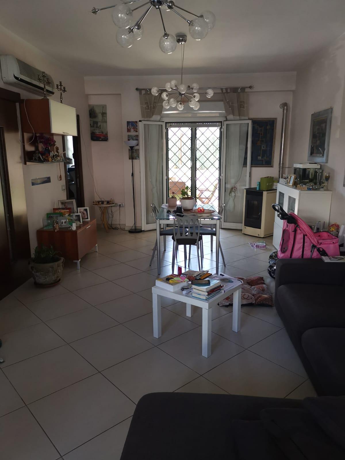 VILLA A SCHIERA IN PARCO Varcaturo-Tangenziale Rif 34703