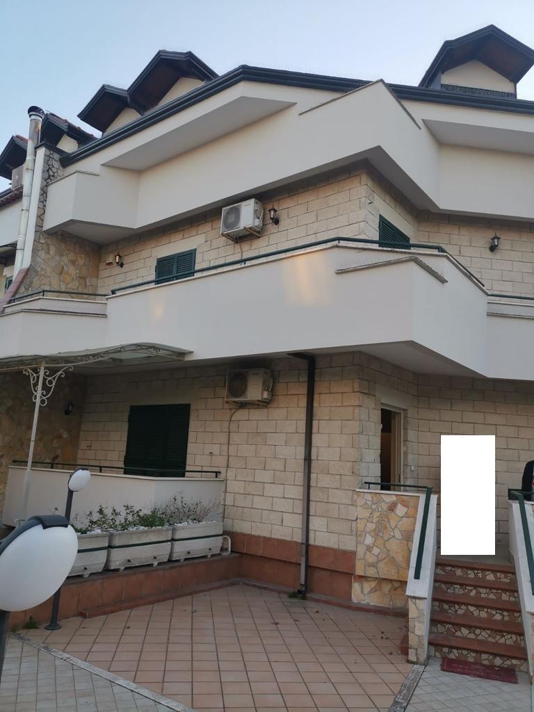 VILLA A SCHIERA 3 LIVELLI Varcaturo-Napoli 3