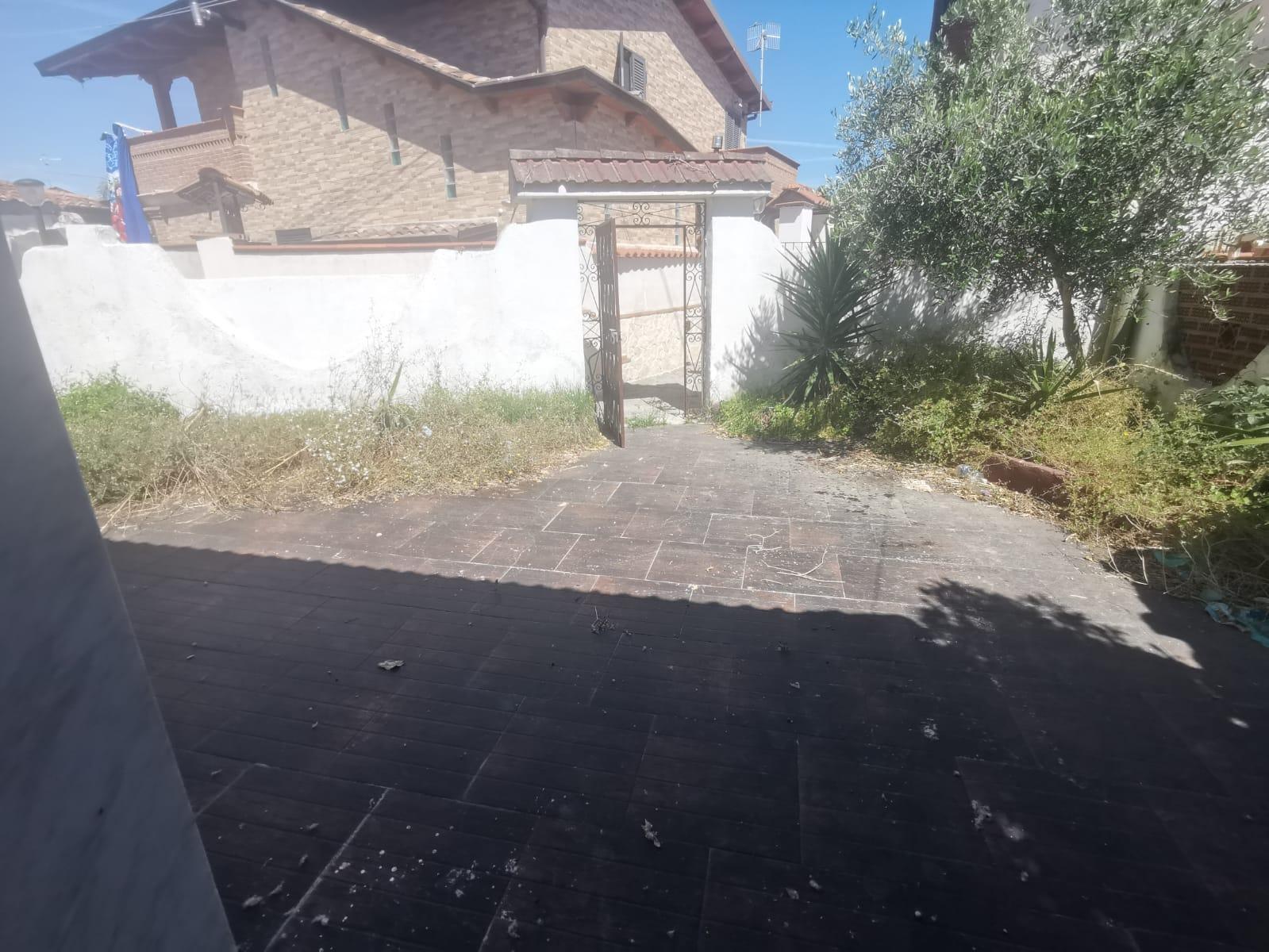 VILLA SINGOLA MONOLIVELLO IN PARCO Lago Patria Centro Rif 37511