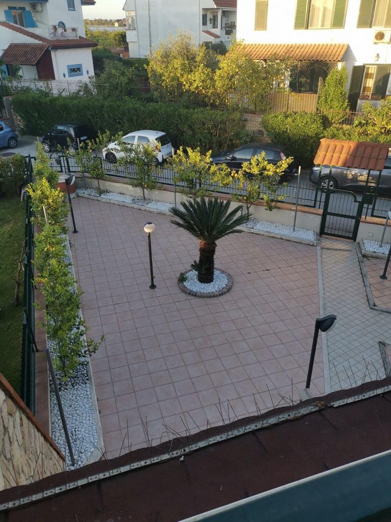 VILLA A SCHIERA 3 LIVELLI+TAVERNA E GARAGE Varcaturo-Parco Napoli 3