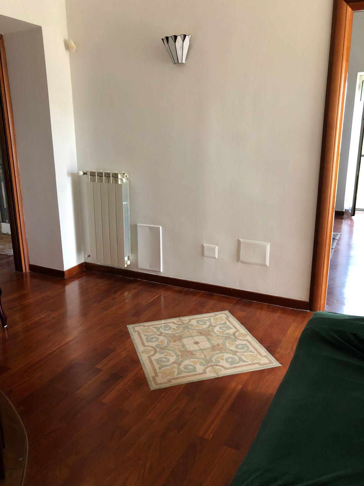 AMPIA VILLA CON PISCIA IN PARCO Varcaturo Centro