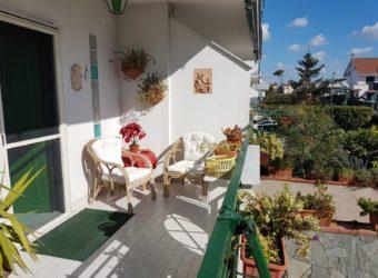 VILLA 2 LIVELLI+TAVERNA E GARAGE Varcaturo Centro-Parco Sole R 30025