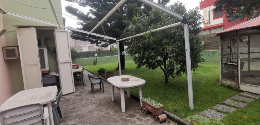 AMPIA VILLA CON GIARDINO Varcaturo Centro Rif 37436