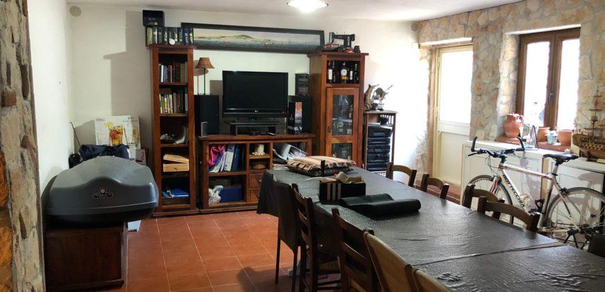 VILLA RISTRUTTURATA IN PARCO Varcaturo Centro-Parco Noce Rif 37527