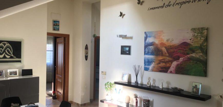 MANSARDA RISTRUTTURATA Varcaturo Centro Rif 37501