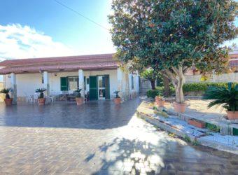 VILLA SINGOLA MONOLIVELLO Lago Patria-Domitiana Rif 37693